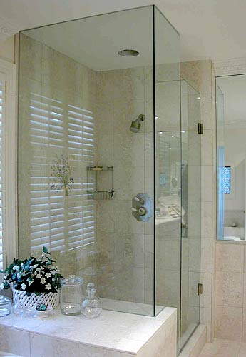 Frameless Door With Notched In Line Panel And Return